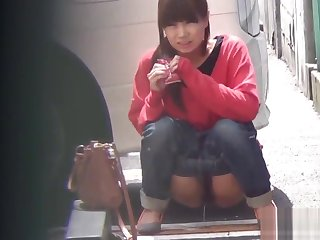 Fetish asian slut peeing in street