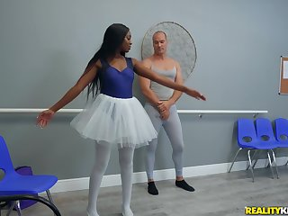 Ebony Tori Montana is the faultless queen be expeditious for sex and a blowjob with a stranger