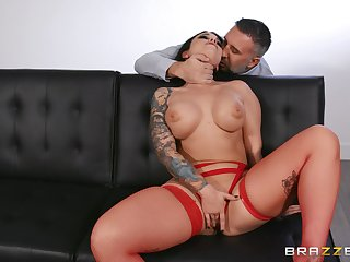MILF gets her shaved squeal demolished and flooded with cum