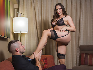 Chanel Preston takes control be beneficial to her client who has a submissive fantasy
