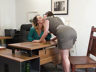 Four fucking hot lesbians Hollow out Nile and Sovereign Syre are making love on the table