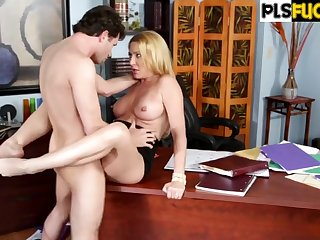 Hot Situation MILF hardcore porn video