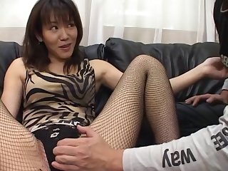 Homemade amateur video of sexy Shino Isshiki giving a handjob
