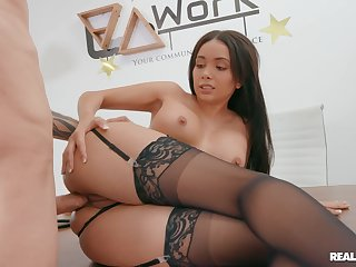 Brunette beauty loads proper inches into the brush fine ass
