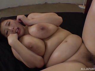 Busty Japanese hottie Oomori Shizuka lets a friend cum on her light